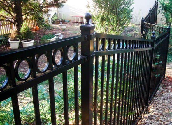 wrought iron fence - paint - Enamo Grip